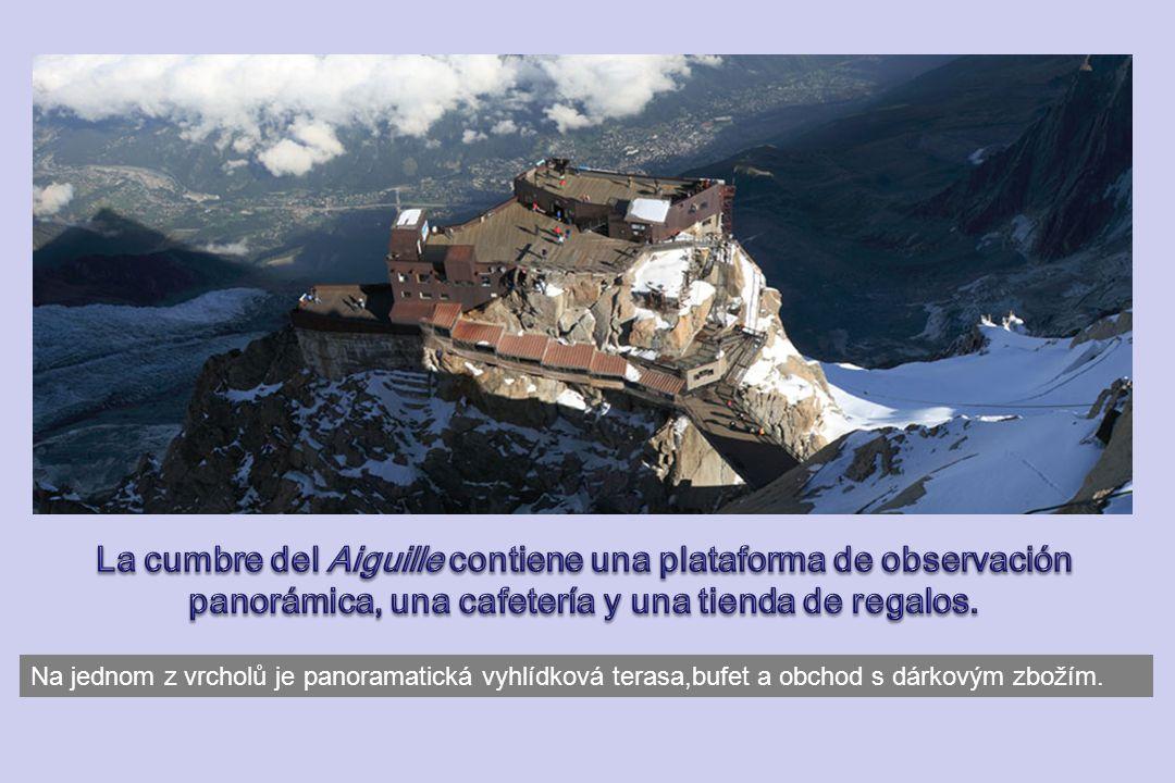 La cumbre del Aiguille contiene una plataforma de observación panorámica, una cafetería y una tienda de regalos.