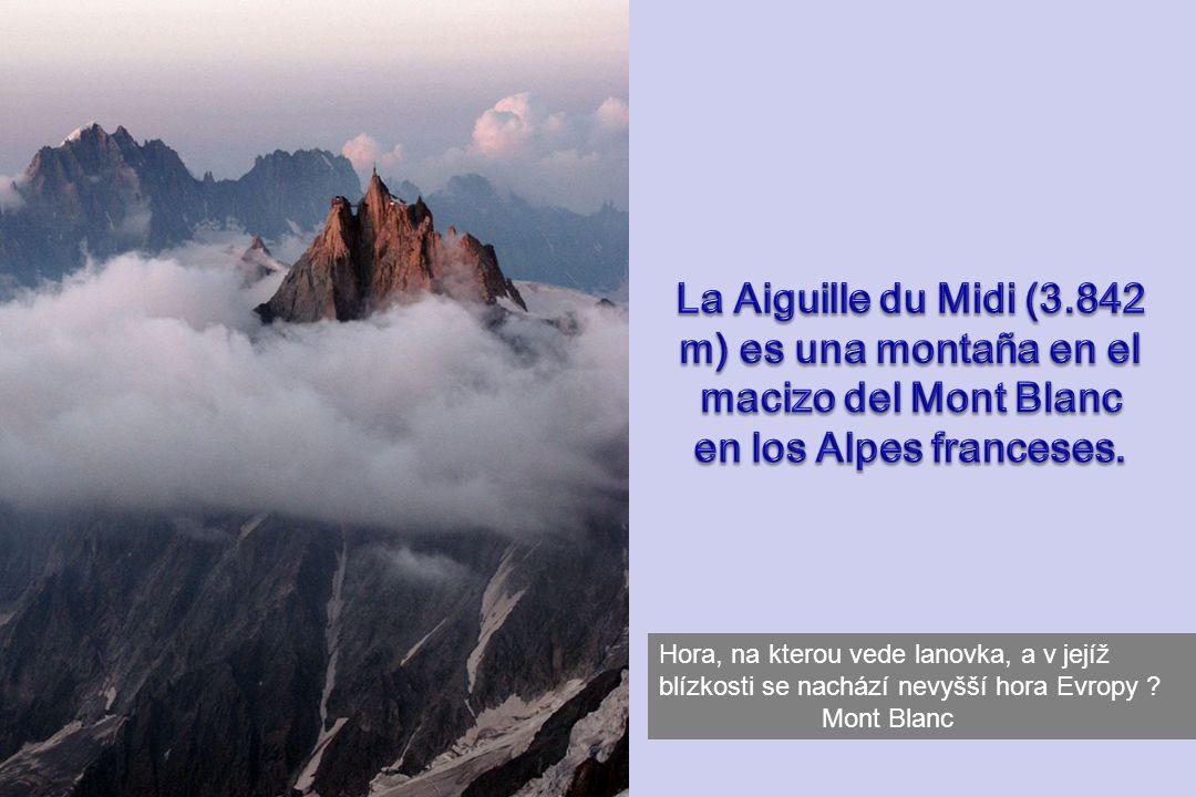 La Aiguille du Midi (3.842 m) es una montaña en el macizo del Mont Blanc en los Alpes franceses.