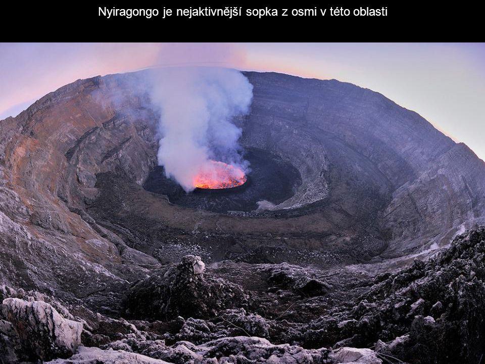 Nyiragongo je nejaktivnější sopka z osmi v této oblasti