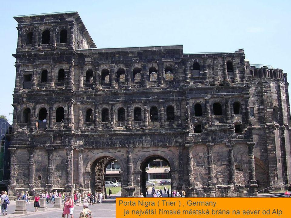 je největší římské městská brána na sever od Alp