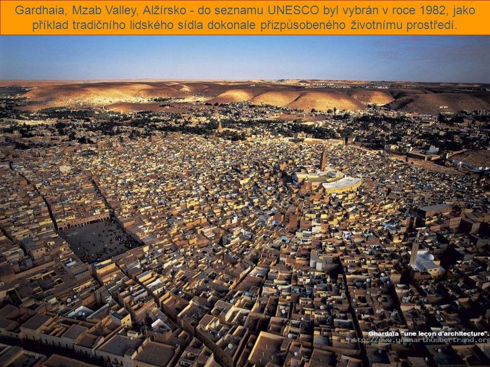 Gardhaia, Mzab Valley, Alžírsko - do seznamu UNESCO byl vybrán v roce 1982, jako příklad tradičního lidského sídla dokonale přizpůsobeného životnímu prostředí.