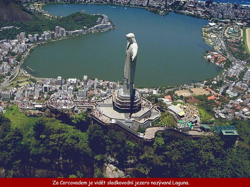 Za Corcovadem je vidět sladkovodní jezero nazývané Laguna.