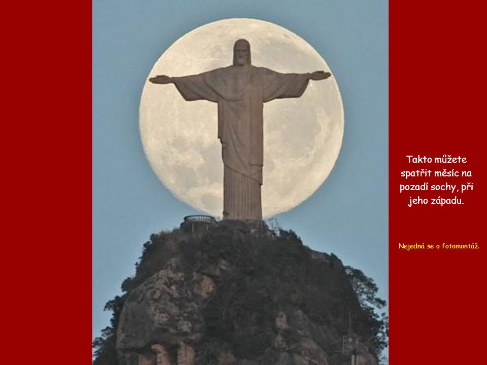 Takto můžete spatřit měsíc na pozadí sochy, při jeho západu.