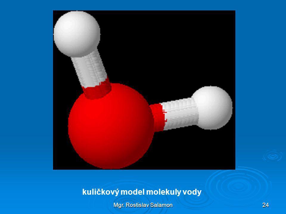 kuličkový model molekuly vody