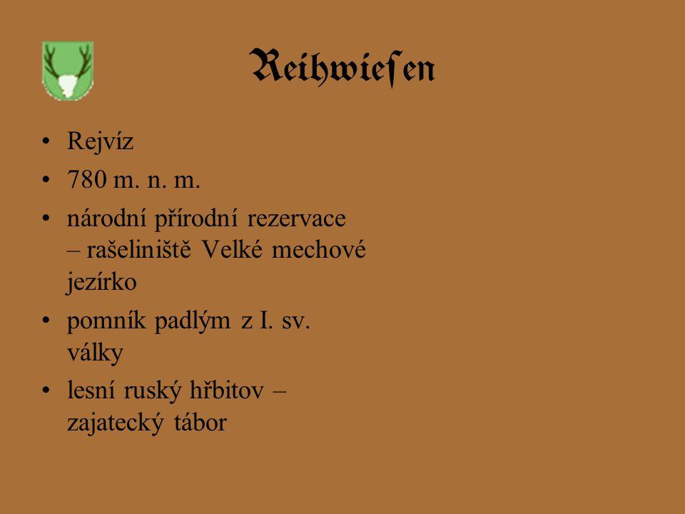 Reihwiesen Rejvíz. 780 m. n. m. národní přírodní rezervace – rašeliniště Velké mechové jezírko. pomník padlým z I. sv. války.