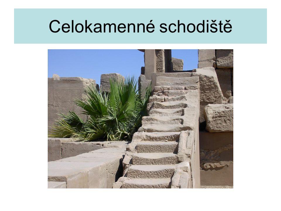 Celokamenné schodiště