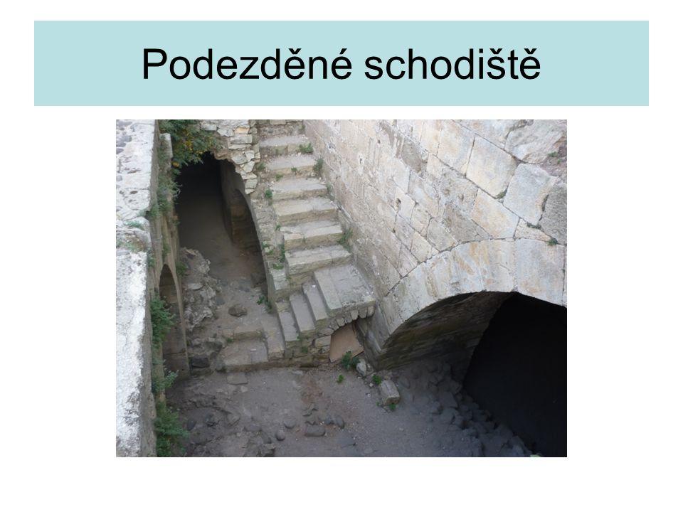 Podezděné schodiště