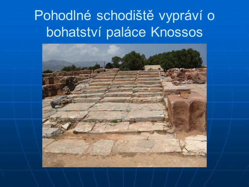Pohodlné schodiště vypráví o bohatství paláce Knossos