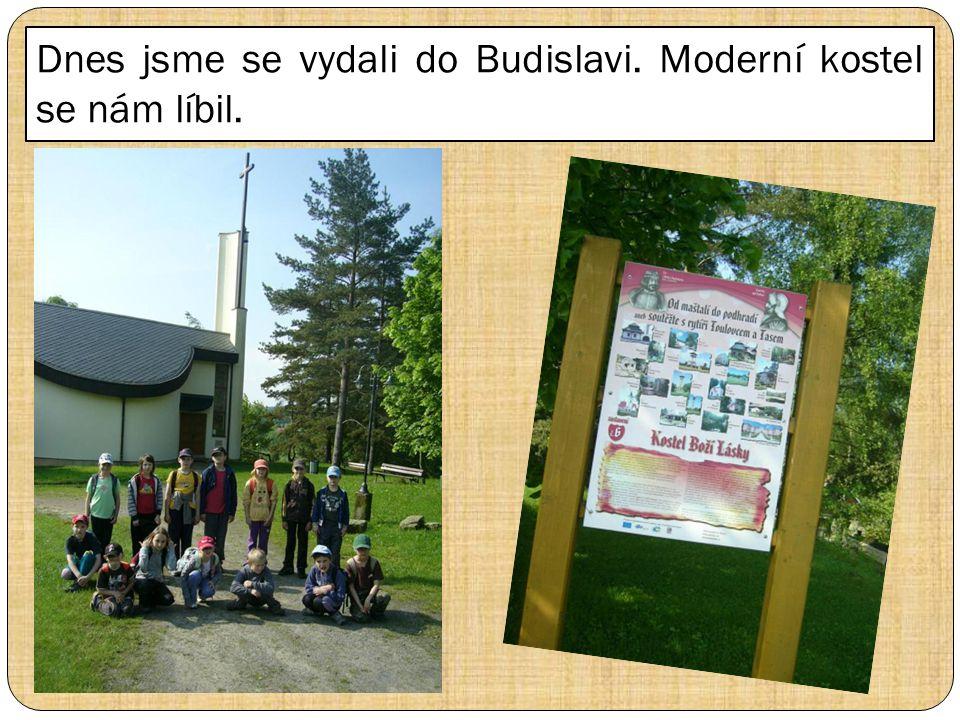 Dnes jsme se vydali do Budislavi. Moderní kostel se nám líbil.