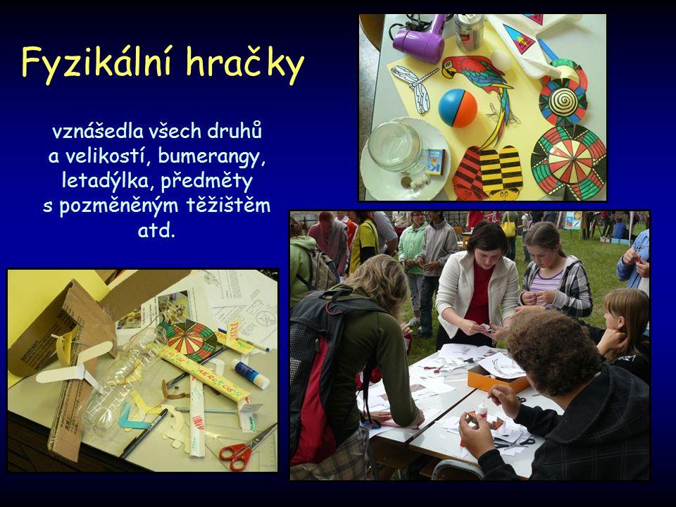 Fyzikální hračky vznášedla všech druhů a velikostí, bumerangy, letadýlka, předměty s pozměněným těžištěm atd.