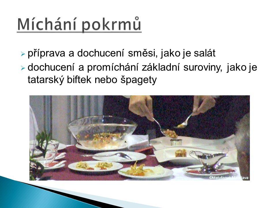 Míchání pokrmů příprava a dochucení směsi, jako je salát