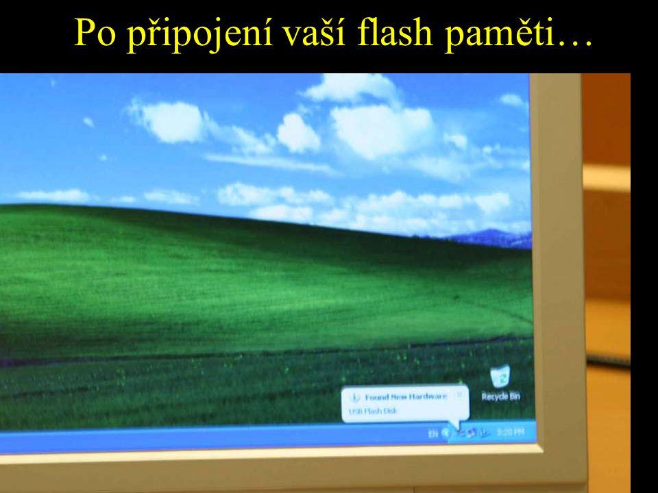 Po připojení vaší flash paměti…