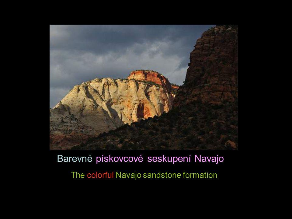 Barevné pískovcové seskupení Navajo