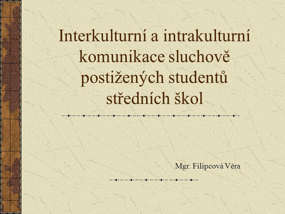 Interkulturní a intrakulturní komunikace sluchově postižených studentů středních škol