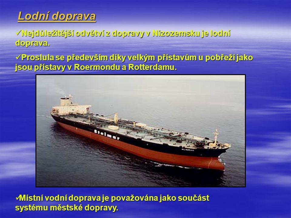 Lodní doprava Nejdůležitější odvětví z dopravy v Nizozemsku je lodní doprava.