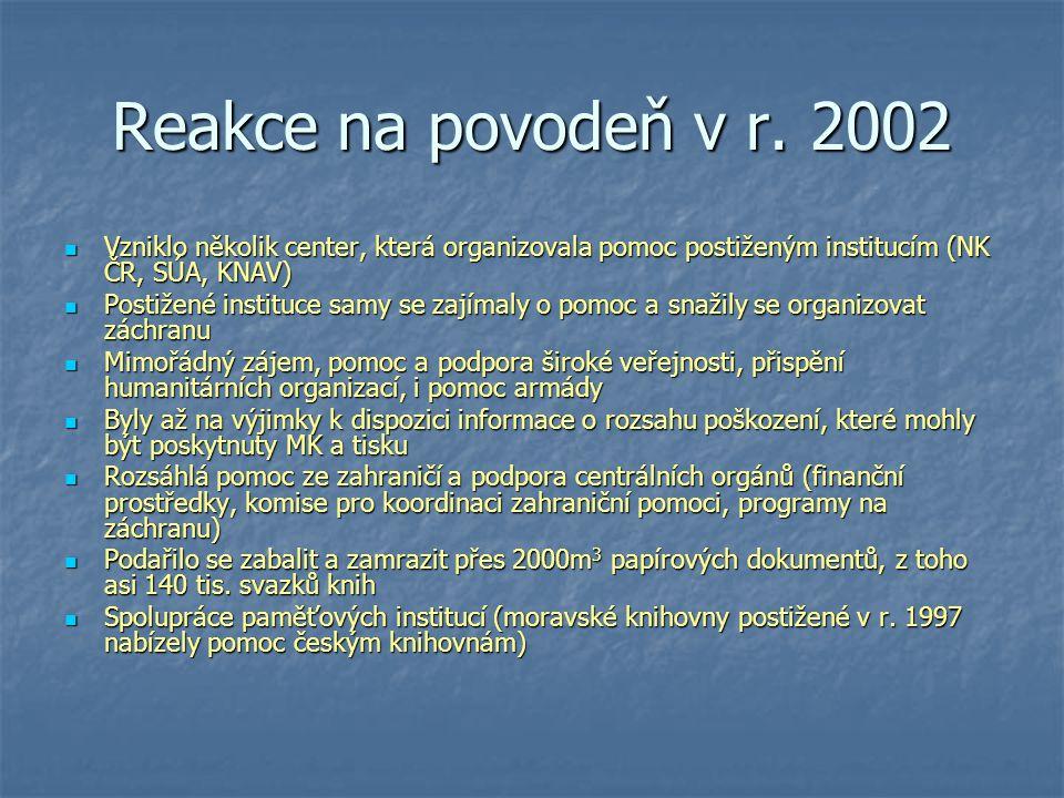 Reakce na povodeň v r. 2002 Vzniklo několik center, která organizovala pomoc postiženým institucím (NK ČR, SÚA, KNAV)