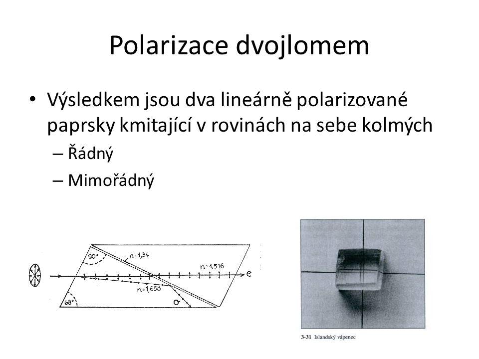 Polarizace dvojlomem Výsledkem jsou dva lineárně polarizované paprsky kmitající v rovinách na sebe kolmých.