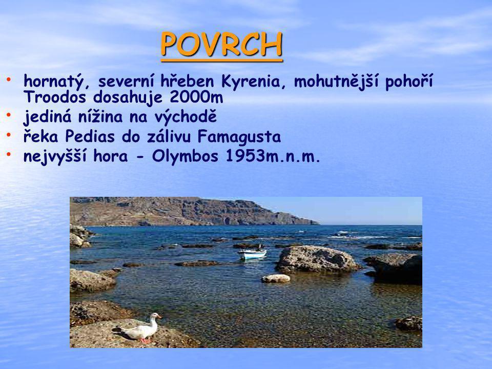 POVRCH hornatý, severní hřeben Kyrenia, mohutnější pohoří Troodos dosahuje 2000m. jediná nížina na východě.