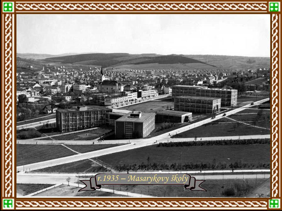 rok 1934 – Štefánikova ulice, vpravo Školní čtvrť