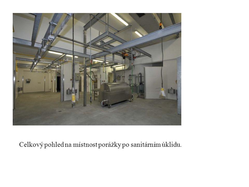 Celkový pohled na místnost porážky po sanitárním úklidu.