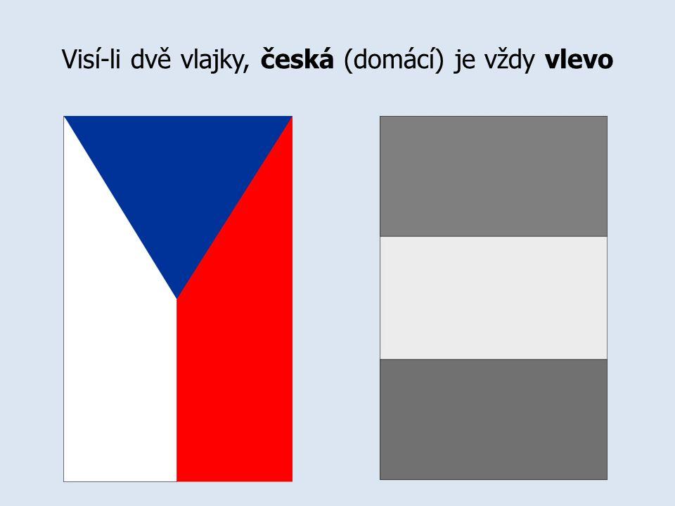Visí-li dvě vlajky, česká (domácí) je vždy vlevo