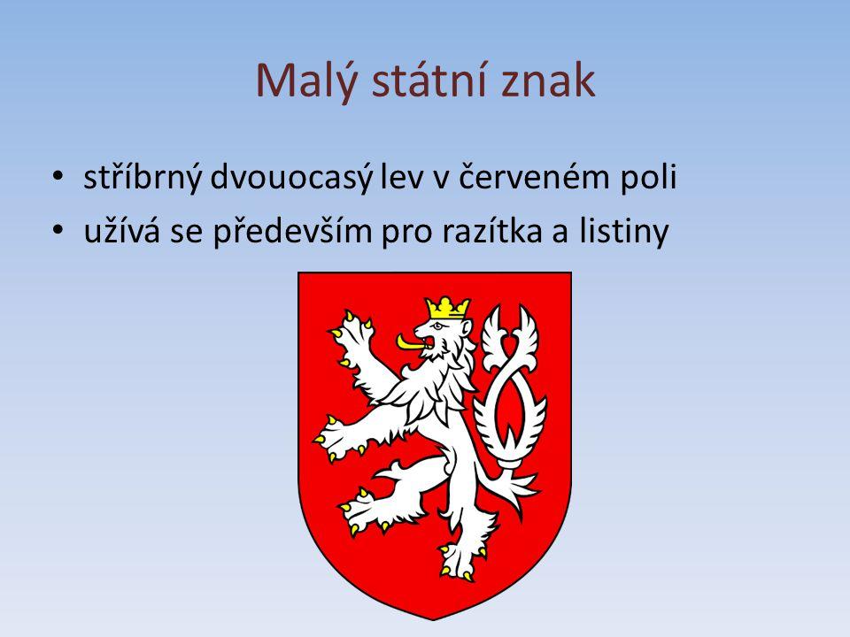 Malý státní znak stříbrný dvouocasý lev v červeném poli
