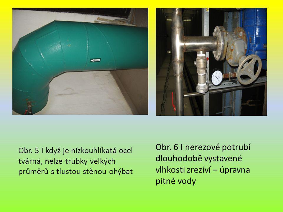 Obr. 6 I nerezové potrubí dlouhodobě vystavené vlhkosti zreziví – úpravna pitné vody