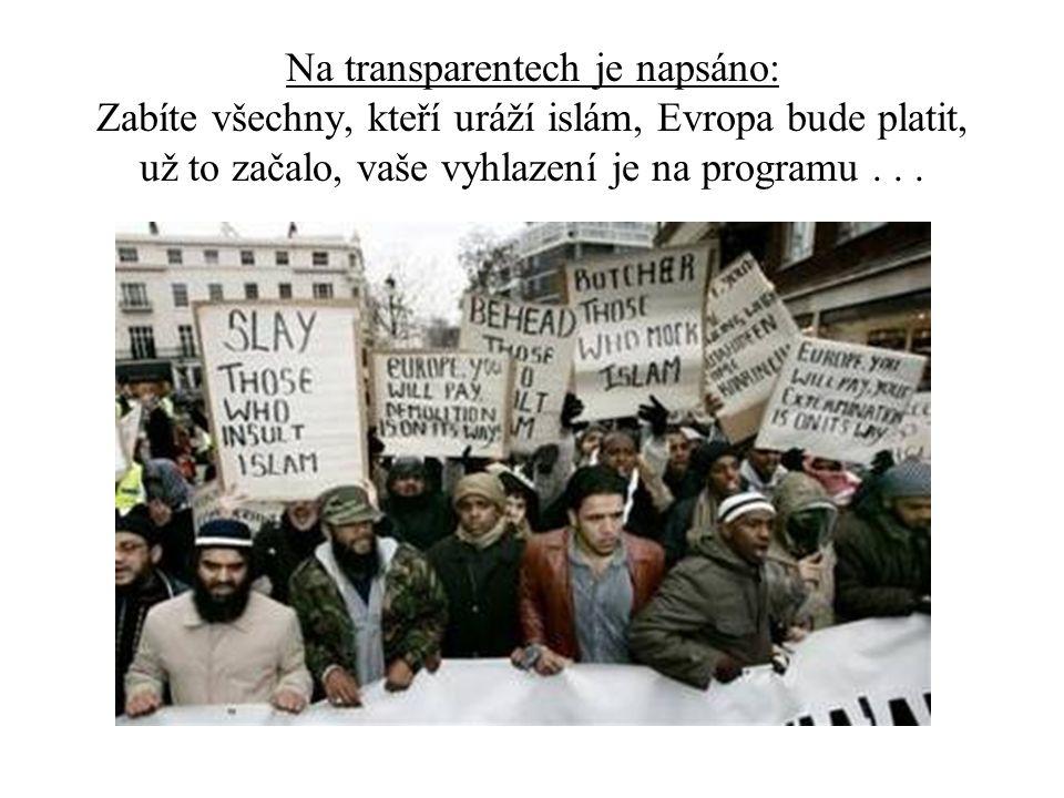 Na transparentech je napsáno: Zabíte všechny, kteří uráží islám, Evropa bude platit, už to začalo, vaše vyhlazení je na programu .
