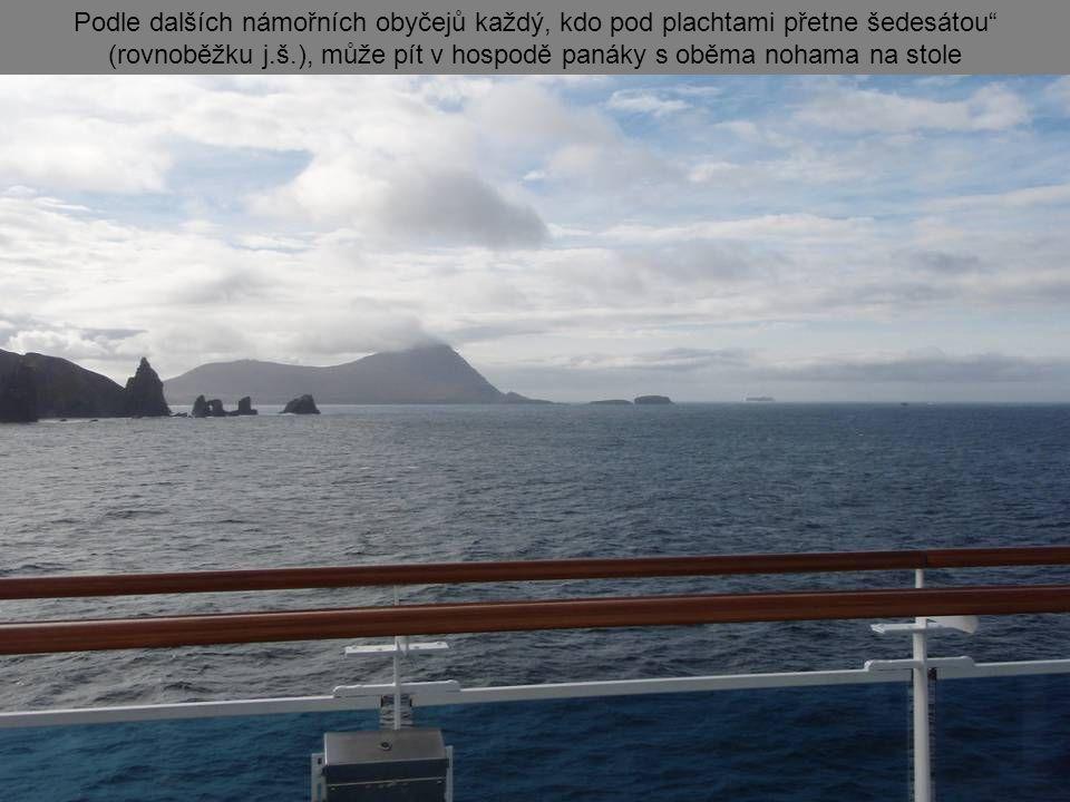 Podle dalších námořních obyčejů každý, kdo pod plachtami přetne šedesátou (rovnoběžku j.š.), může pít v hospodě panáky s oběma nohama na stole