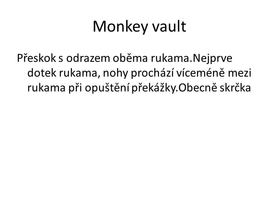Monkey vault Přeskok s odrazem oběma rukama.Nejprve dotek rukama, nohy prochází víceméně mezi rukama při opuštění překážky.Obecně skrčka.