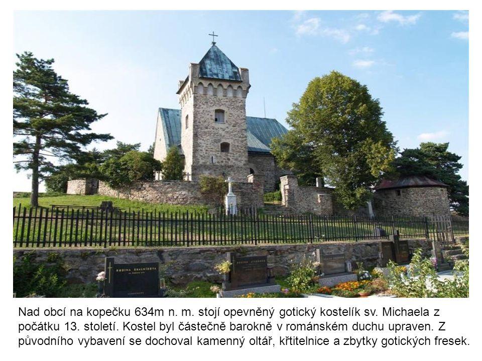 Nad obcí na kopečku 634m n. m. stojí opevněný gotický kostelík sv
