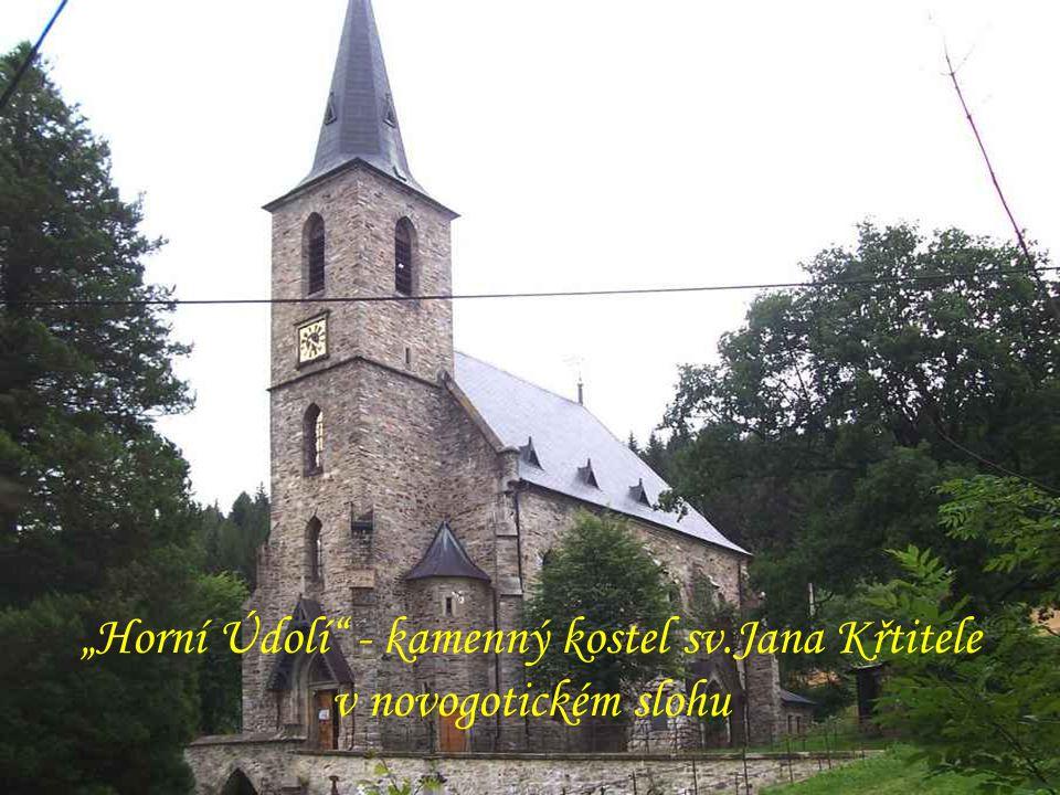 """Poutní kostel vprostřed lesů nad """"Zlatými Horami"""
