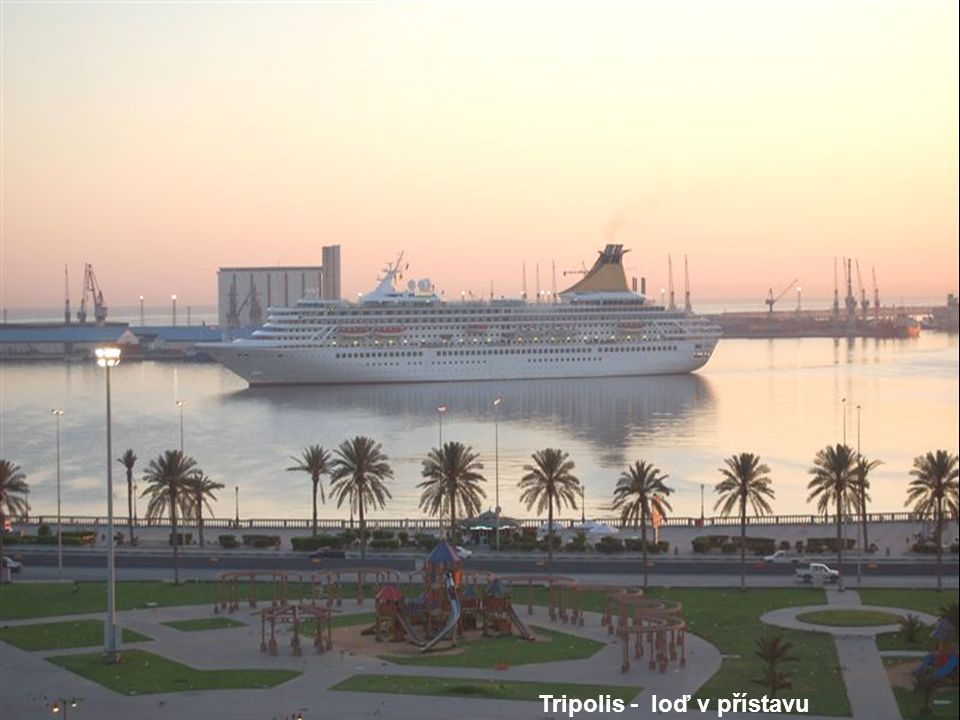 Tripolis - loď v přístavu