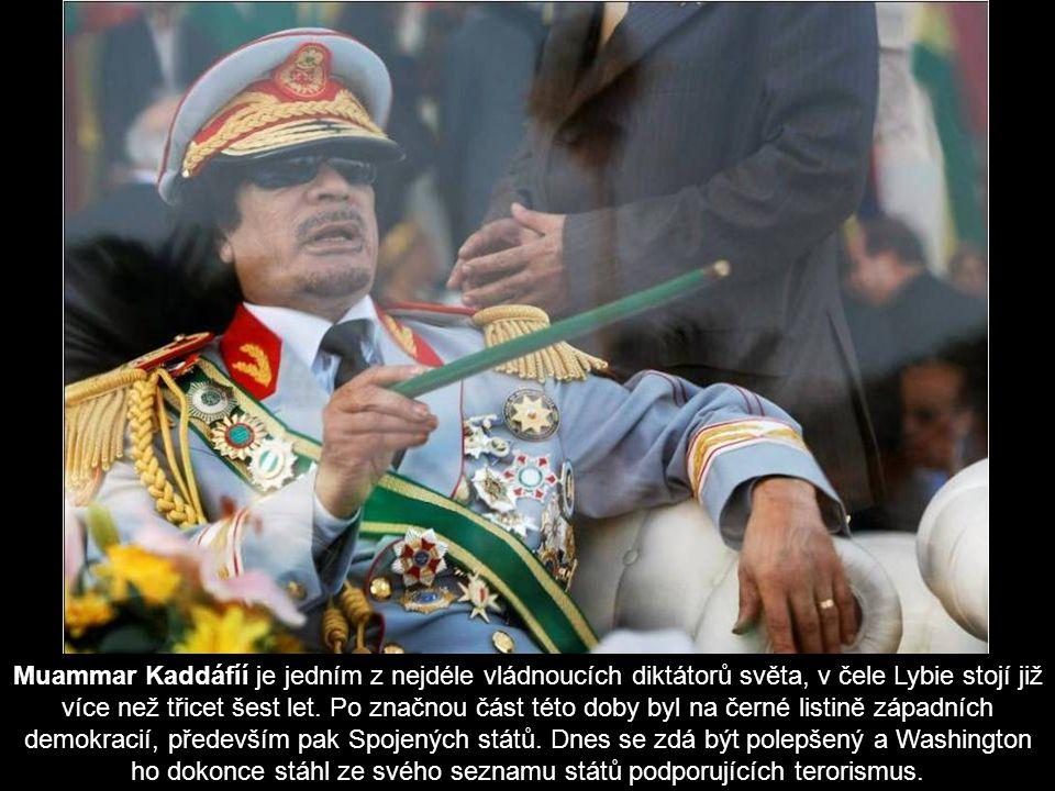 Muammar Kaddáfíí je jedním z nejdéle vládnoucích diktátorů světa, v čele Lybie stojí již více než třicet šest let.