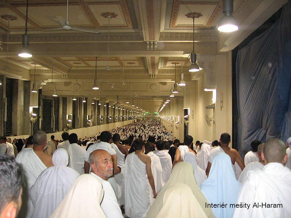 Interiér mešity Al-Haram