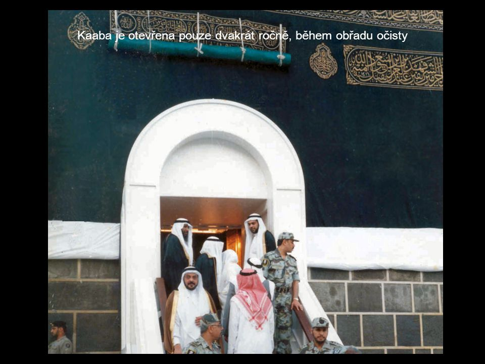 Kaaba je otevřena pouze dvakrát ročně, během obřadu očisty