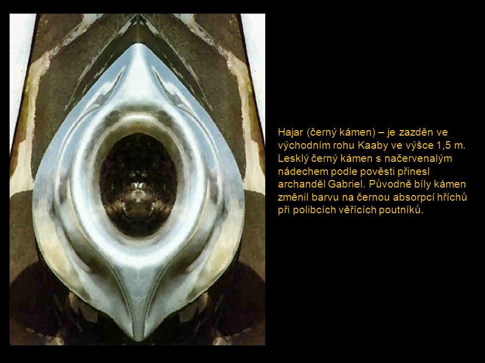 Hajar (černý kámen) – je zazděn ve východním rohu Kaaby ve výšce 1,5 m