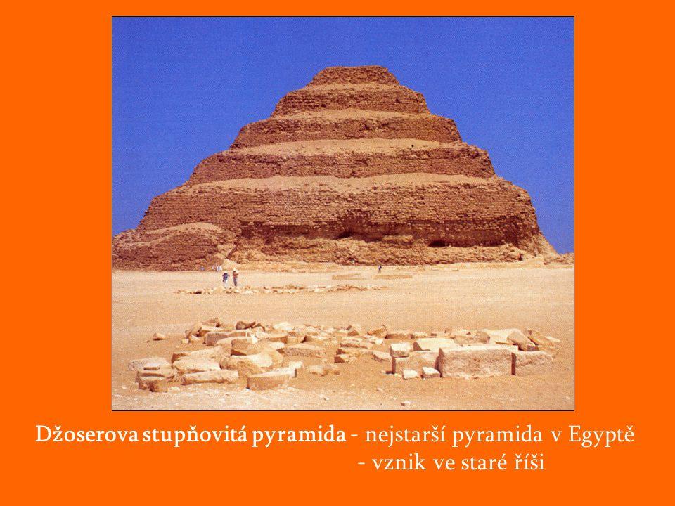 Džoserova stupňovitá pyramida - nejstarší pyramida v Egyptě