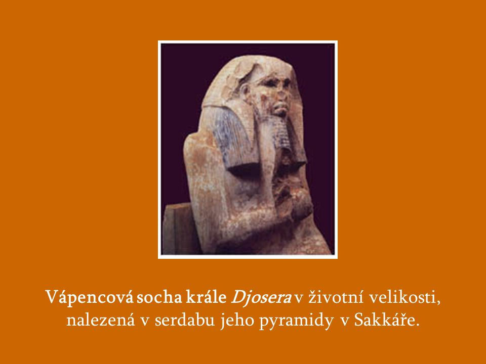 Vápencová socha krále Djosera v životní velikosti,