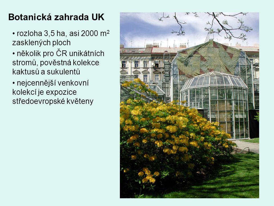 Botanická zahrada UK rozloha 3,5 ha, asi 2000 m2 zasklených ploch