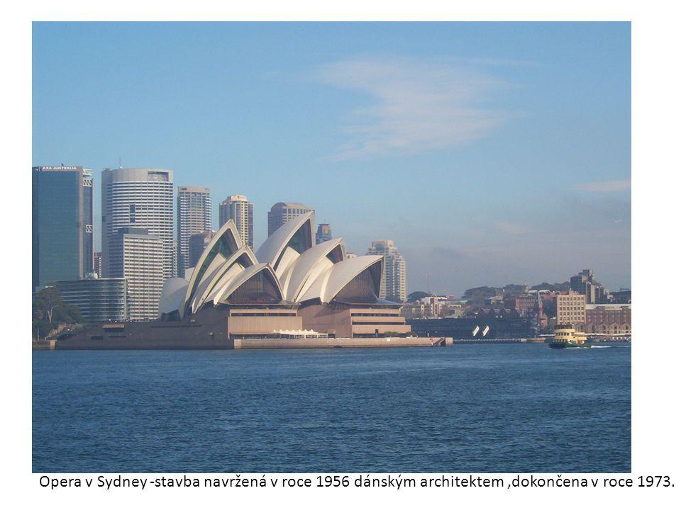 Opera v Sydney -stavba navržená v roce 1956 dánským architektem ,dokončena v roce 1973.