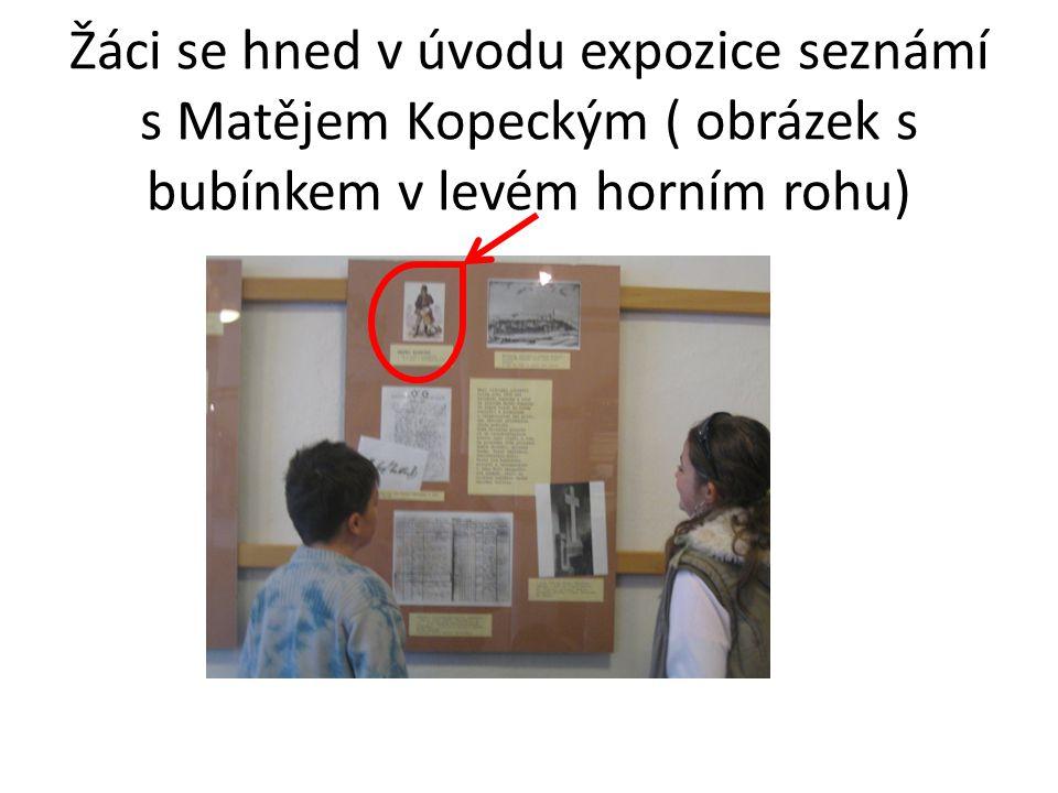 Žáci se hned v úvodu expozice seznámí s Matějem Kopeckým ( obrázek s bubínkem v levém horním rohu)