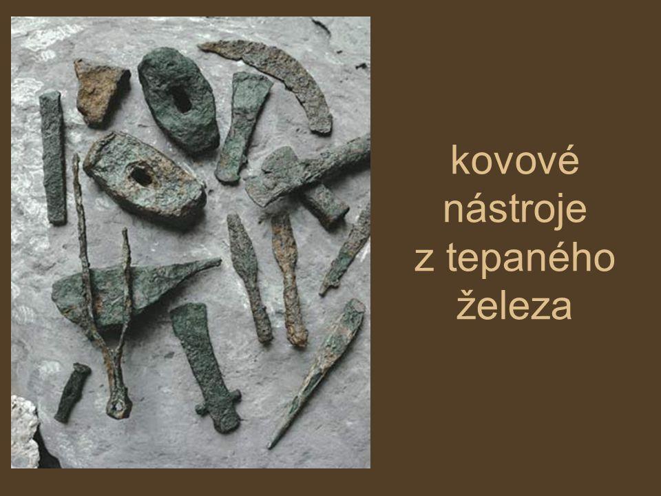 kovové nástroje z tepaného železa