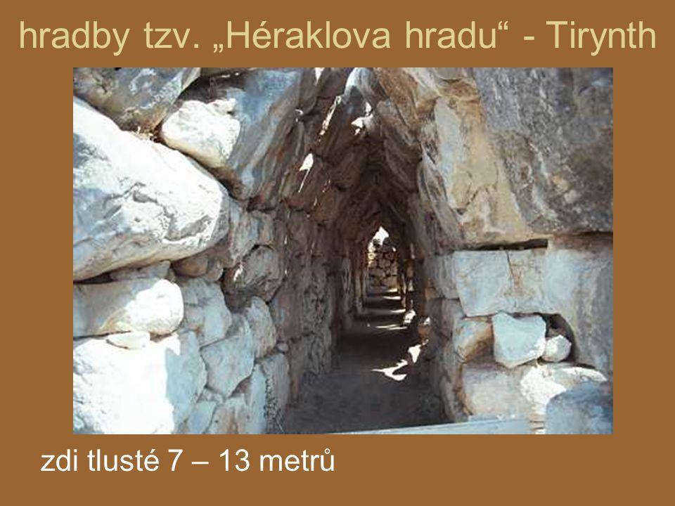 "hradby tzv. ""Héraklova hradu - Tirynth"