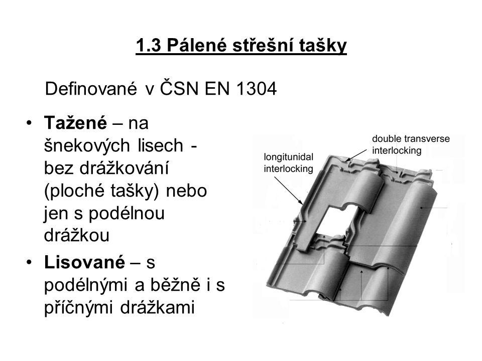 1.3 Pálené střešní tašky Definované v ČSN EN 1304. Tažené – na šnekových lisech - bez drážkování (ploché tašky) nebo jen s podélnou drážkou.