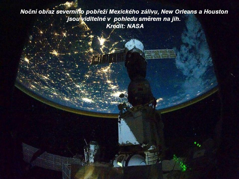 Noční obraz severního pobřeží Mexického zálivu, New Orleans a Houston jsou viditelné v pohledu směrem na jih.