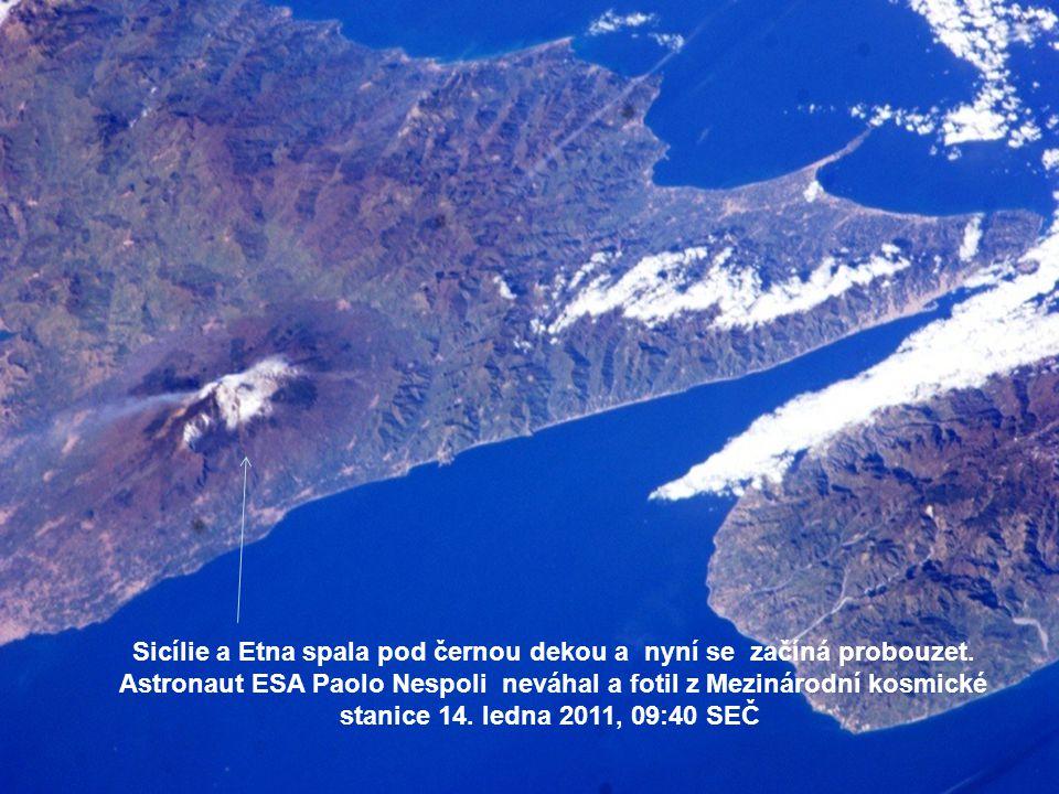 Sicílie a Etna spala pod černou dekou a nyní se začíná probouzet.