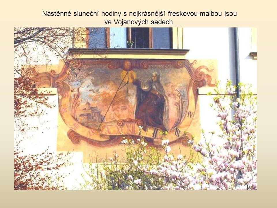 Nástěnné sluneční hodiny s nejkrásnější freskovou malbou jsou