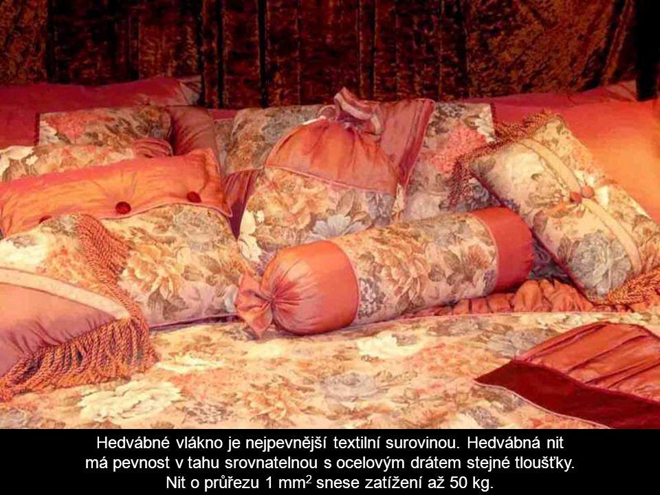Hedvábné vlákno je nejpevnější textilní surovinou. Hedvábná nit