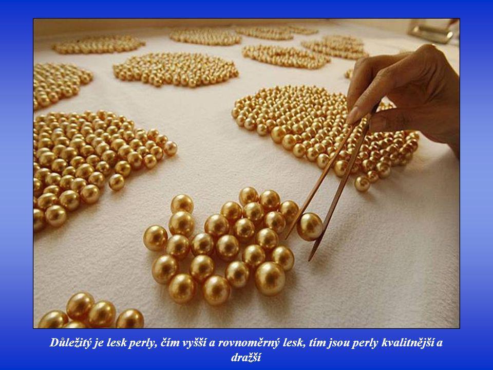 Důležitý je lesk perly, čím vyšší a rovnoměrný lesk, tím jsou perly kvalitnější a dražší